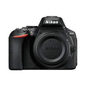 NIKON D5600 BODY REFLEX   SCHEDA 8GB